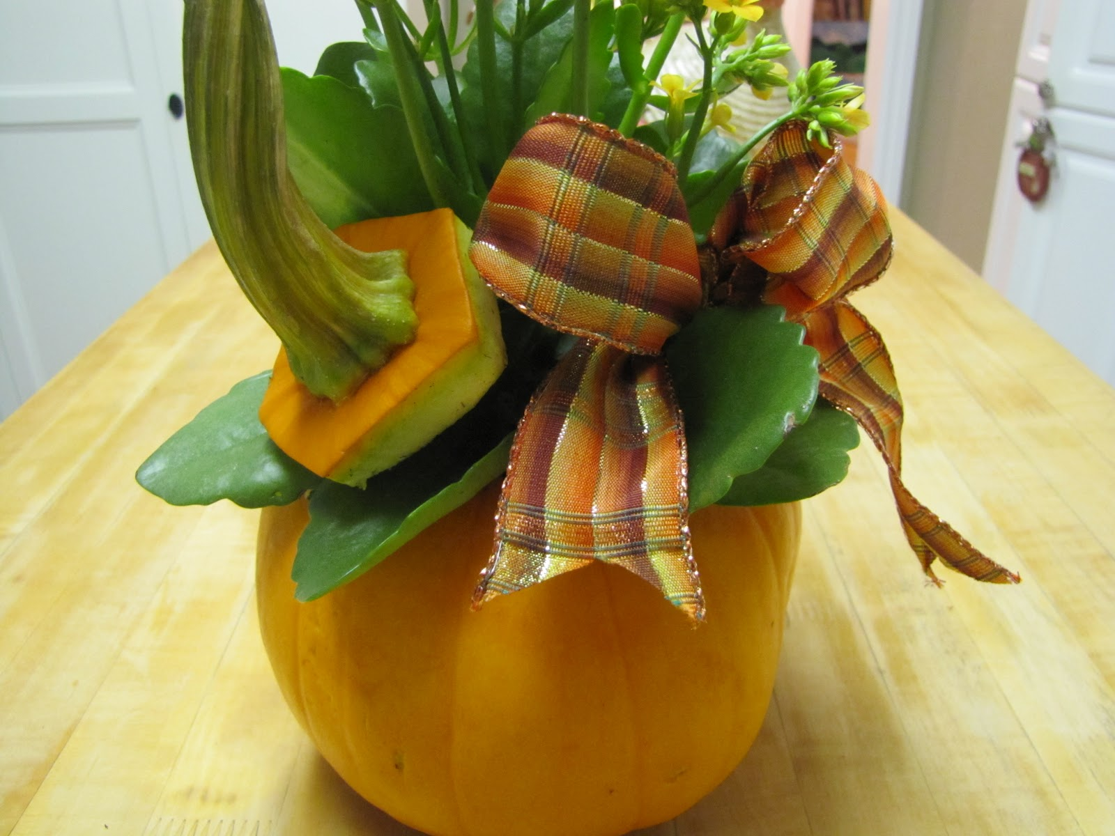 DIY Centerpiece, Pumpkins, Planter, Tutorial, Craft