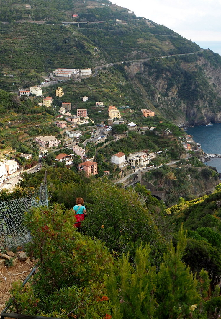 Looking south on the trail from Manarola to Riomaggiore, Cinque Terre